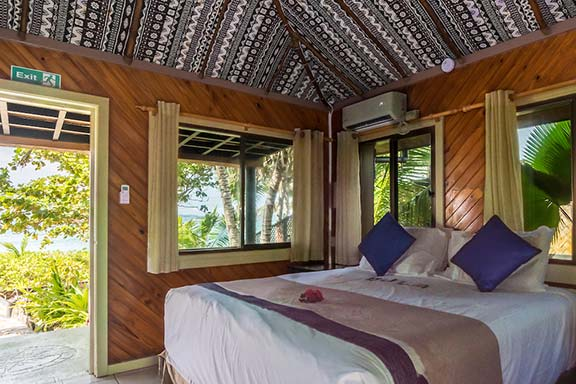 Beach-Bure-Namotu-Island-accommodation