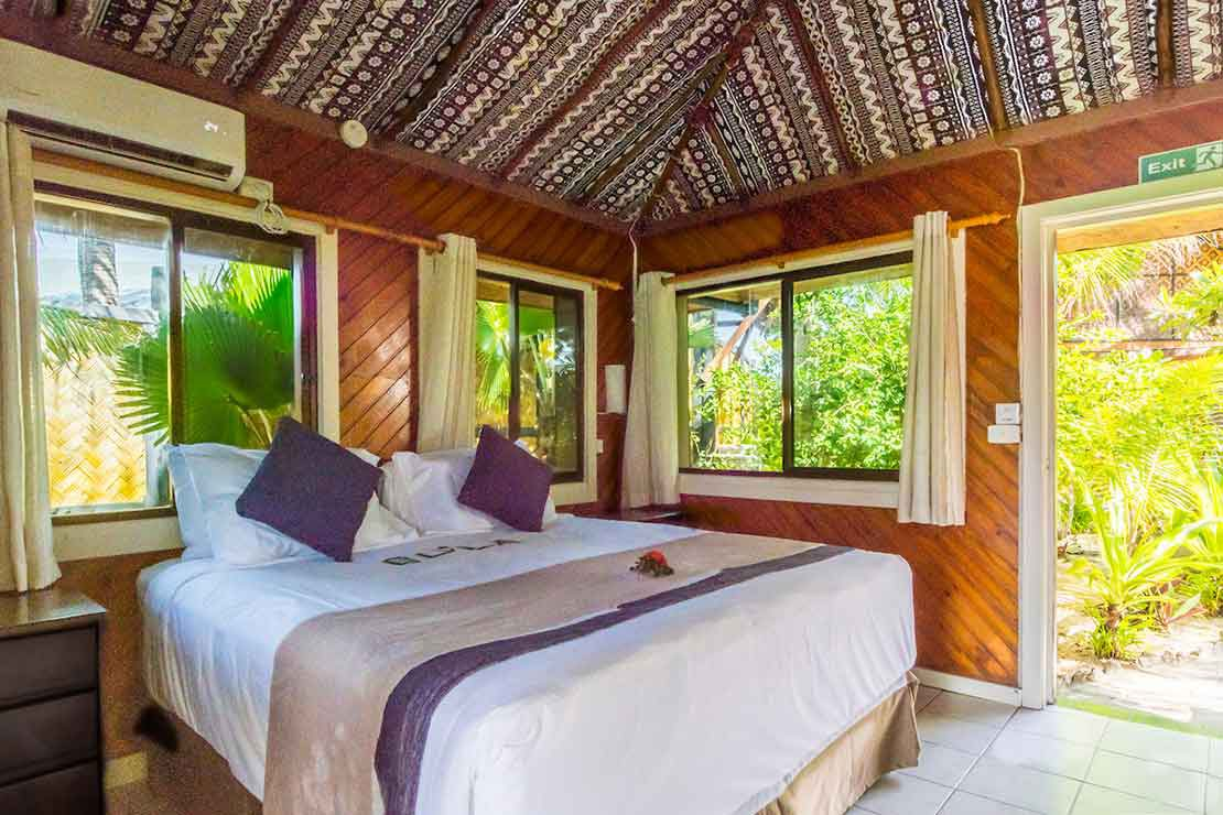 Beach-Bure-Namotu-Island-accommodation-bedroom