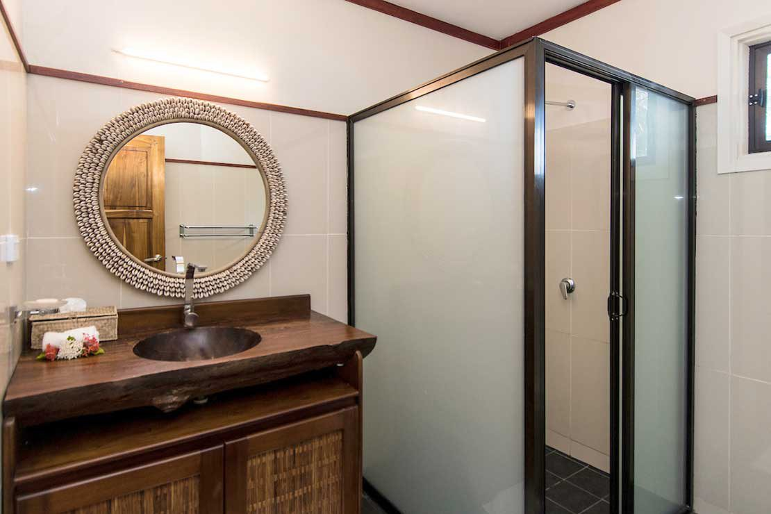 Pool-Suite-Namotu-Island-accommodation-bathroom