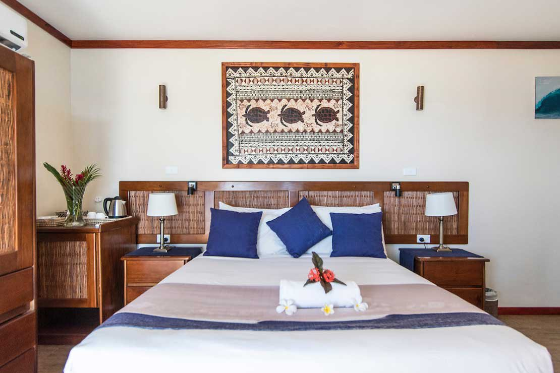 Pool-Suite-Namotu-Island-accommodation-bedroom