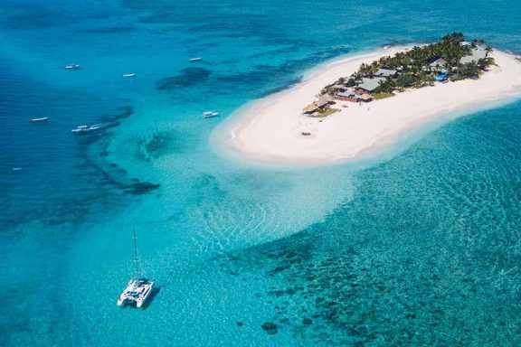 aerial-image-of-namotu-island-surrounded-by-boats-and-reef-with-beautiful-water-banner