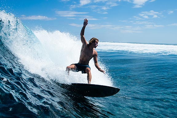 surfing-on-surf-break-at-namotu-island-fiji