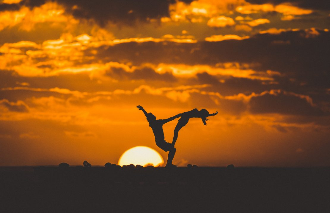 partner yoga sunset namotu